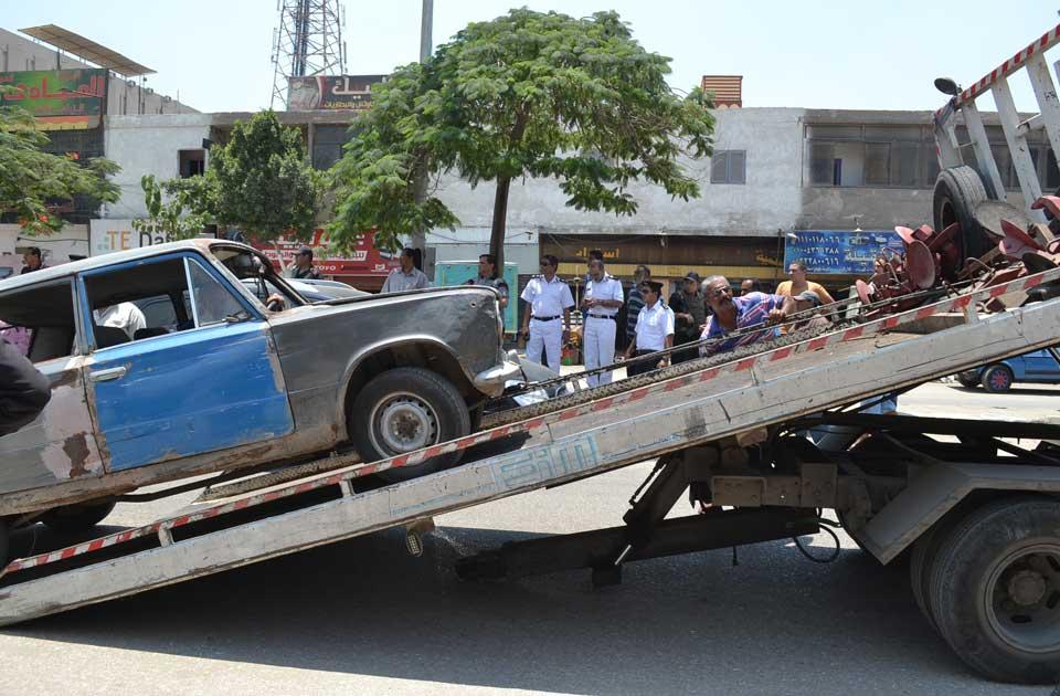 """محافظة الدقهلية يقود حملة لإزالة """"السيارات القديمة"""" بالمنصورة"""