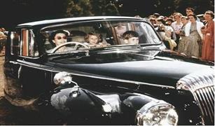 بالصور.. ملكة بريطانيا تعرض أسطول سياراتها عبر الزمن قبل الاحتفال بعيد ميلادها الـ90