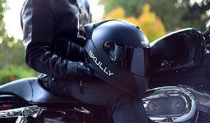 هل خوذة الرأس عديمة الفائدة لسائقي الدراجات؟