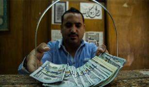 البنك المركزي يرفع سعر الدولار الجمركي 7 قروش في تعاملات اليوم