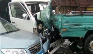 اصابة 6 اطفال فى تصادم بين سيارة وحفار بطريق اﻻسمرات.