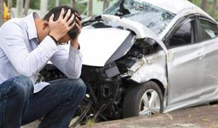 بالفيديو.. أب ينقذ طفليه بأعجوبة لا تصدق من أمام سيارة مسرعة