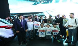 """بالصورقبل مباراة االزمالك :عمر جابر وكهربا وباسم مرسى وحازم إمام يوقعون على """"الفانلات"""""""