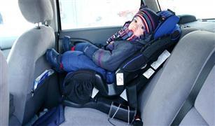 بالصور..نصائح قبل شراء كرسي أطفال لسيارتك