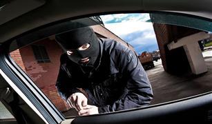 بعد مساومة العصابة.. الشرطة تعيد 15 سيارة مسروقة لأصحابها
