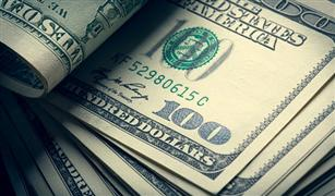 """الدولار يرتفع بالسوق الموازية.. و""""المركزي"""" يهدد الشركات المضاربة ويعد بتغيير الوضع خلال 6 أشهر"""