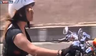 بالفيديو.. مصريات يهربن من زحام رمضان على متن درجاتهن النارية