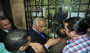 وزير النقل يتابع  بمحطة مصر صرف 4 تذاكر فقط لكل شخص.. ويستقل قطار (بورسعيد- سوهاج)