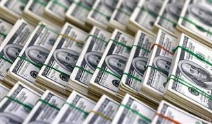 """الدولار يتمسك بحاجز الـ13 جنيه لليوم الثاني.. وترقب لعطاء """"المركزي"""" اليوم"""