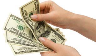 الدولار ينخفض أمام الجنيه في بداية تعاملات الأسبوع بالسوق الموازية