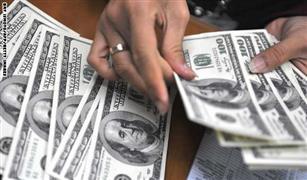 """لأول مرة.. سعر شراء الدولار يتخطي """"البيع"""" بين البنوك في تعاملات اليوم الأحد"""