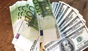 استقرار اسعار الدولار وسعر الشراء اعلي من البيع بين البنوك