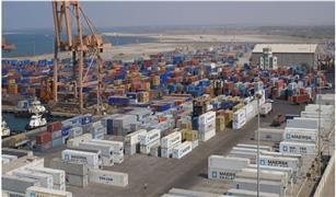 وصول 334 راكب لميناء سفاجا و تداول 293 شاحنة