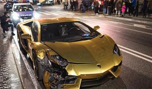 بالفيديو. تحطم لمبرجيني افنتادور ذهبية في حادث تصادم