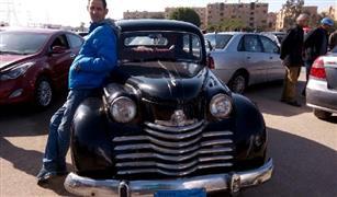 بالفيديو والصور.. صاحب أقدم سيارة مستعملة في سوق السيارات يطلب 130 ألف جنية لعراقتها