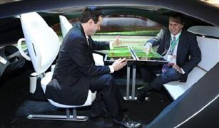 بالفيديو والصور.. «الطاولة الذكية» خطوة مذهلة في تطور السيارات