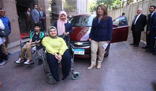 """""""التضامن"""" تنفذ توجيهات الرئيس السيسي وتسلم الأولى على الثانوية سيارة مجهزة طبيا"""