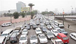 كثافات مرورية عالية  بالقاهرة بسبب ٣حوادث تصادم للسيارات.