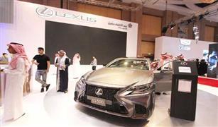 لكزس LS 500 h   تبهر عشاق الفخامة في معرض السيارات الفاخرة في الرياض