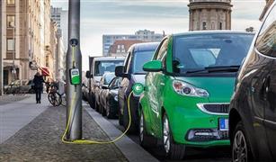 دراسة: انبعاثات غازات الدفيئة للسيارات الكهربائية أقل بـ50% من مثيلتها التي تعمل بالوقود