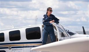 بالفيديو.. أصغر قائدة طائرة في العالم تنهي رحلة بعدة دول مرورا بمصر