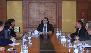 وزير النقل يجتمع مع وفد  شركة G E  العالمية لمتابعة جدول صيانة جرارات السكك الحديدية