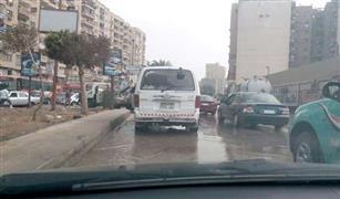 انقلاب حمولة سيارة أمام حديقة الأزهر.. وكسر ماسورة مياه بجسر السويس