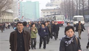 قوانين ومشاهد غريبة.. قيادة السيارة في كوريا الشمالية تجربة محفوفة بالمخاطر