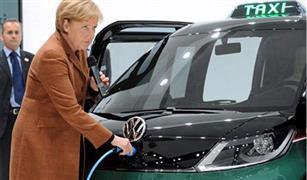 ميركل تتعهد بمزيد من المساعدات للبلديات للتصدي لمشكلة انبعاثات سيارات الديزل