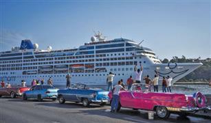 """كوبا تسبتدل سيارات السائحين الأمريكية القديمة بـ""""لادا"""" الروسية"""
