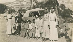 شاهد أول سيارة دخلت مدينة القدس عام 1912