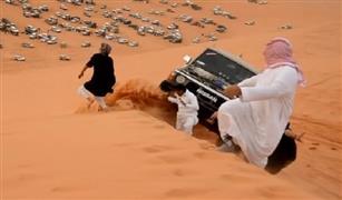 بالفيديو ..«التعطيس الخليجي» يودي بحياة قائد سيارة من فوق الجبل بالسعودية