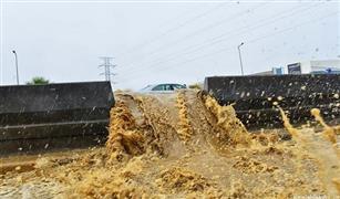 بالفيديو  والصور:    السيول تجرف السيارات وتعلق  الدراسة بالسعودية وتتسبب في اطلاق صفارات الانذار