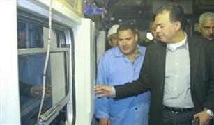 وزير  النقل يتفقد محطة قطارات الجيزة.. وشكوى من خط الفيوم