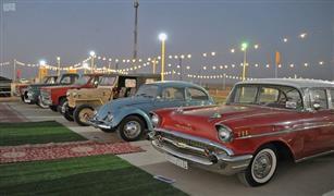 بالصور.. سيارات عمرها 90 عاما  في مهرجان السيارات الكلاسيكية بالسعودية