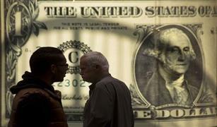 الدولار يواصل التحليق فوق 18 جنيهًا.. و10 قروش فرقًا بين البيع والشراء بالبنوك الحكومية