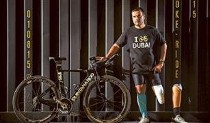 بالفيديو.. لاعب مبتور الساقين يشارك في سباق الدراجات  العالمي بأبوظبي