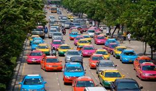 هل يلعب لون السيارة دورا في مخاطر الحوادث؟