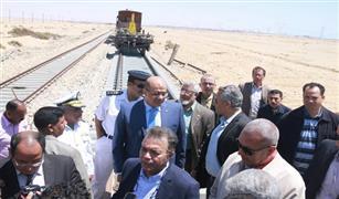 بالصور.. وزير النقل يتابع تجديدات خط سكه حديد «السويس / عين شمس»