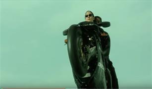 بالفيديو لا يفوتك  .شاهد :ماتريكس ريلودد .. الثالوث على دراجة دوكاتي 996
