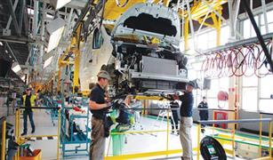 بسبب القرصنه المعلوماتيه مصنع لرينو في فرنسا توقف امس  عن الانتاج ويعود اليوم