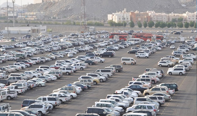 لاستيعاب الأعداد الكبيرة لسيارات المعتمرين.. مواقف إضافية بمكة المكرمة - الأهرام اوتو