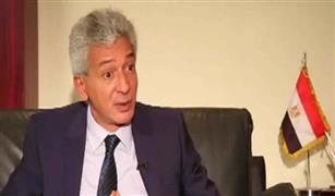 هل تنخفض أسعار السيارات بعد خفض الدولار الجمركي؟..  علاء عز يجيب