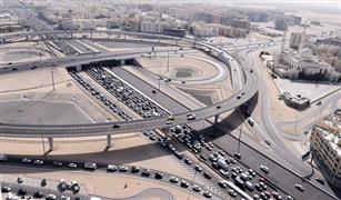 المرور يراقب سلوكيات قائدي المركبات والمخالفين بطائرات الهليكوبتر في الإمارات
