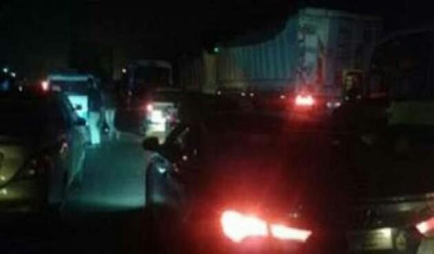 اختناق مروري على الطريق الزراعي بسبب اصدام سيارة نقل بكوبرى ميت نما - الأهرام اوتو