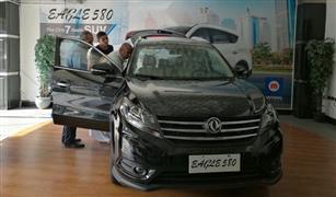 """بالفيديو..إقبال كبير على شراء """"إيجل580"""".. ومشتري: تقفيلها يضاهي السيارات الكورية"""