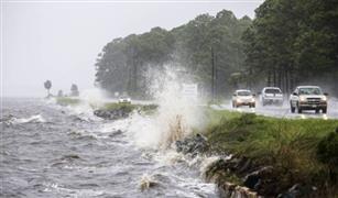 الاعصار ايرما يدفن السيارات تحت الطين بجزر فرنسا وهولندا بالكاريبي