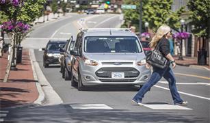 فورد تعتزم طرح تكنولوجيا للتواصل بين السيارات وإشارات المرور والمشاة وحافلات النقل