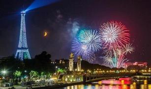 فرنسا تحتفل بقدوم العام الجديد باحراق اكثر من 1000 سيارة