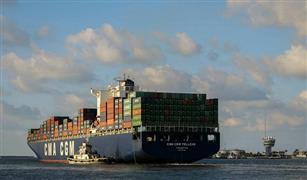 هدوء الأمواج يعيد الحركة لميناء الإسكندرية